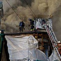 Пожар торгового центра ( 3 ) :: Александр Запылёнов