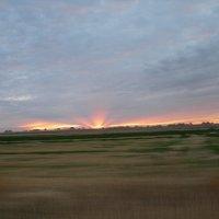Закатный взрыв в Неваде. Лучи уходящего солнца. :: Владимир Смольников