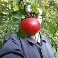 """АвтоПортрет на """"фоне яблока"""" :: Миша Любчик"""