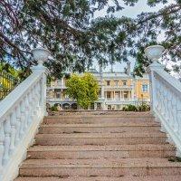 Лестница к дворцу :: Юрий Яловенко