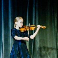 Юная скрипачка :: Татьяна Голубкова