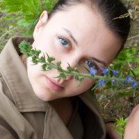 Девушка с цветком :: Яков Безуглый