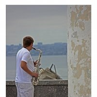 Музыкант на набережной :: Евгений Гудименко
