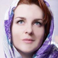 Девушка в шали :: Виктория Целуйко