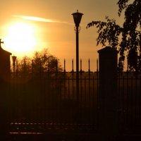 Закат.Забор....?.Опять фонарь! :: Андрей Симоненко