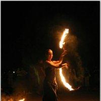 Девушка с огоньком. :: Андрей Lyz