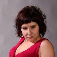 Женщина в красном :: Вера Юшкова