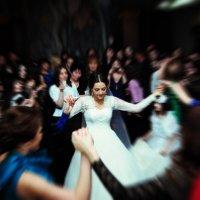 танец невесты и подружек... :: Батик Табуев