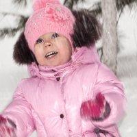 Арина ловит снег... :: Олег Мацнев
