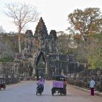 Южные ворота Ангкор Тома :: Anna Kashkovskaya