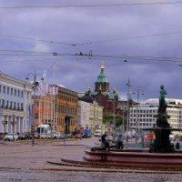Слева Дворец Президента. :: Leonid Volodko