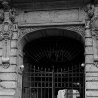 Старые ворота. :: Leonid Volodko