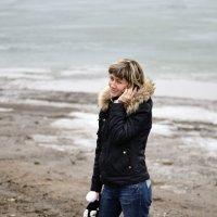 Дама на берегу :: Alex Larionov