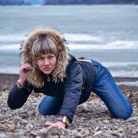 Дама на берегу 2. :: Alex Larionov