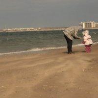 Шторм на центральном пляже :: Alex Romanov