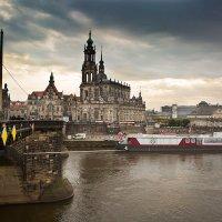 Дрезден. Вид с Королевского моста :: Виталий Латышонок