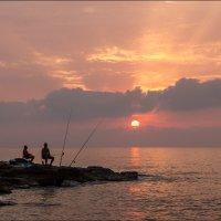 Утренняя рыбалка в Кальпе. :: Юрий
