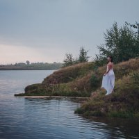 Девушка у озера :: Ната Анохина