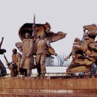 Памятник героям Пресни :: Владимир Болдырев