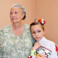 На виставці із внучкою :: Степан Карачко