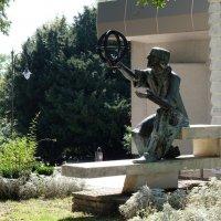 Памятник Копернику в Варне :: Алексей Казаков