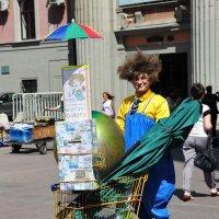 Арбат. Волшебный клоун. :: Алексей Казаков