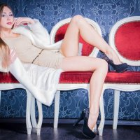 Красотка в шубке :: Юлия Mиро