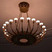 гигантская люстра с 24 рожками в восточном вестибюле :: Галина R...