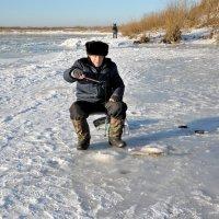 Опробывание нового льда :: Николай Терентьев