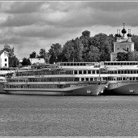 как провожают пароходы... :: Дмитрий Анцыферов