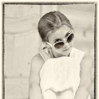 Я в самых модных солнечных очках, такие кинозвёзды носят нынче :: Ирина Данилова