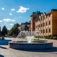 Фонтан на набережной. :: Андрей Гриничев
