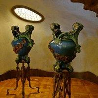 Работа Гауди, вазы в интерьере :: Михаил Сбойчаков