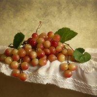 Натюрморт с виноградом :: Елена Чаусова