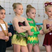 Гимнастки. :: Геннадий Оробей