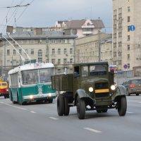 Парад старых троллейбусов и автомобилей. :: Oleg4618 Шутченко