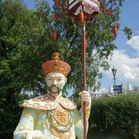 Китаец Большого Китайского моста в Александровском парке :: Елена Смолова
