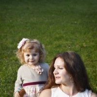 С мамой на лужайке :: Анастасия Соболева