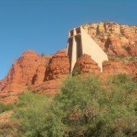 Церковь среди красных скал Аризоны. :: Владимир Смольников