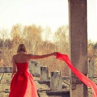 Девушка в красном :: Diana Menshikova