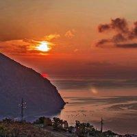 Рассвет над Аю-Дагом... :: Виктор Чепишко
