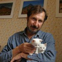 автопортрет с котятами :: Александр Корнелюк