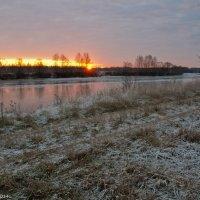 Ноябрьское утро на реке. :: Виктор Евстратов