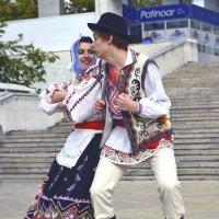 Шуточный танец :: Nina Streapan