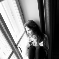 Про окошко и деву, в него глядящую... :: Алёна Райн