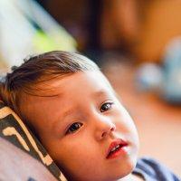 Сын внимательно смотрит мультики) :: Ксения Базарова