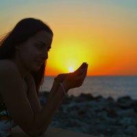 Солнышко в руках :: Семен Кактус