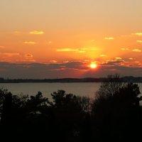 Солнце заходящее в облака :: Виктор