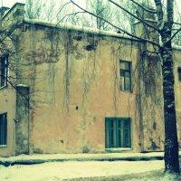 Заброшенное здание... :: Юлия Марченко