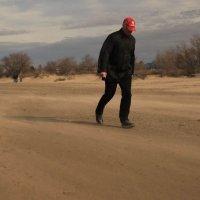 Человек и песок :: Alex Romanov